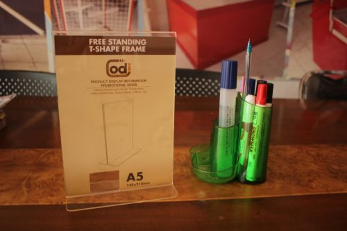 JUAL DISPLAY BROSUR ACRYLIC free-standing-t-shape-frame-A5 (2)